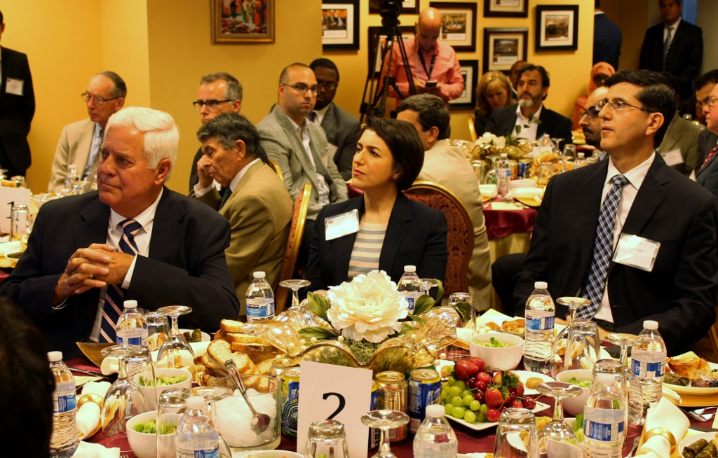 @rumiforum TAA signature #iftar with distinguished guests celebrating  #friendship & #dialogue